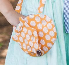 Free Foxie Purse Pattern made from the Good Natured fabric collection by Marin Sutton for Riley Blake Designs https://www.rileyblakedesigns.com/free_sewing_projects/ #rileyblakedesigns #foxiepurse #freepattern #goodnatured #marinsutton