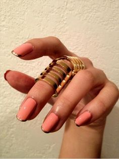 love this gold-tipped manicure
