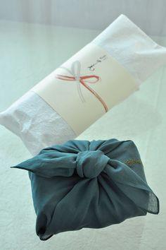 のしと風呂敷 Noshi and Furoshiki (Japanese gift wrapping)