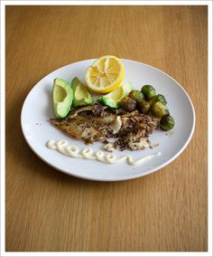 panfried fish crusted with sesame- and crushed flax seeds. served with veggies and aïoli. lchf / lowcarb