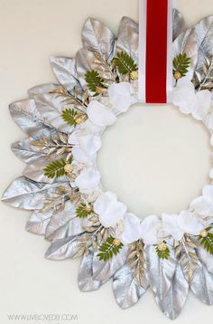 How to make a beautiful Christmas wreath in just a few simple steps! Love this!