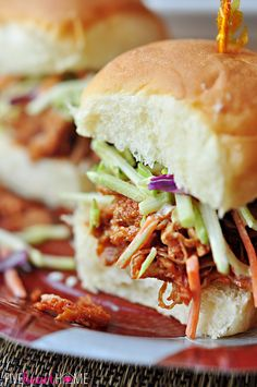 Slow Cooker Root Beer Pulled Pork Sliders with Creamy Broccoli Slaw {PLUS} Printable Super Bowl Drink Tags   FIveHeartHome.com