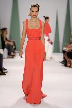 Algunos diseños de la nueva colección de Carolina Herrera me han fascinado. Te explico porqué en la siguiente nota #vestidosdefiesta #CarolinaHerrera #tendencias #moda