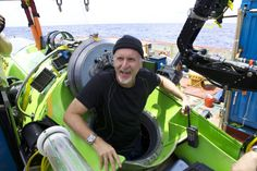 James Cameron dives to the bottom of the Mariana Trench!  7 miles down