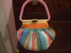 purse made with rafia plastico, aka plarn. I love it.    This blog post is in Spanish