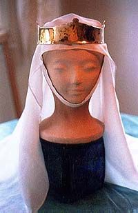Simple Steps to Look Great in a Veil  #SCA #garb #headgear