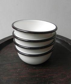 A Détacher Enamel Bowls Set: Remodelista