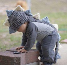 dinosaur hat, dinosaur babi, baby knitted hat, goldsworthi tesk, babi knit