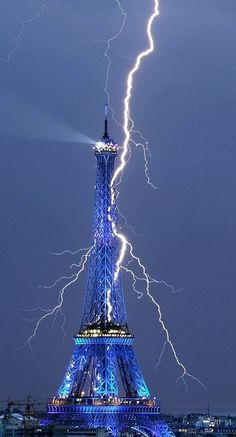 Lightening striking Eiffel Tower