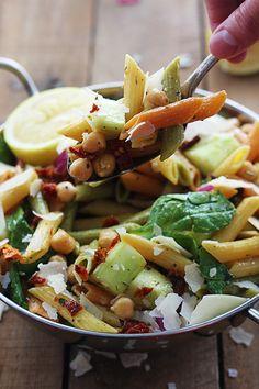 Greek Pasta Salad | lecremedelacrumb.com | #salad #recipe #pasta #greek