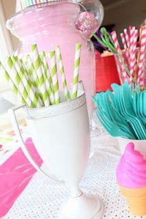 ahhhh i heart stripey straws!!!