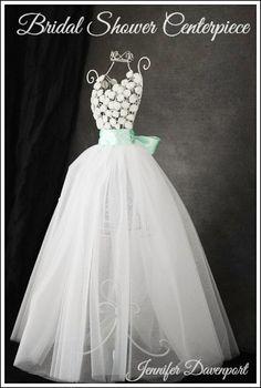 beautiful bridal shower centerpiece.