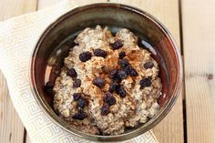 Overnight Chai Oatmeal or muesli - rolled oats, chia seeds, plant milk, vanilla, spices for chai; Gluten-free, Vegan + Sugar-free; tastyyummy