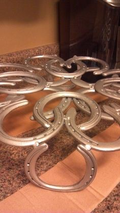 horse shoe cake stand- another view