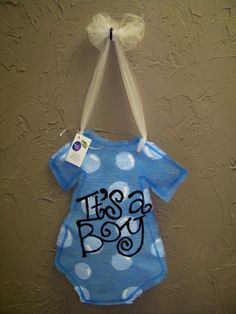 Burlap door hanger - It's a Boy...could also do It's a Girl in pink