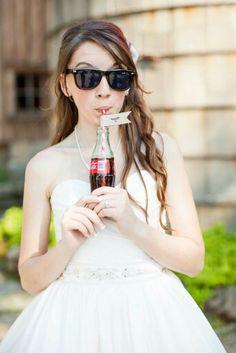 MUST HAVE picture!! Coca cola wedding  // retro wedding  AHHH!!! I LOVE IT!!!