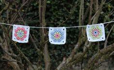 bluettine: Guirlande de granny squares pour le défi n° 195 des serial crocheteuses