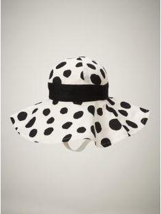 baby polka dot summer hat from gap.:)