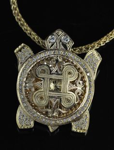 Kenneth Johnson (Muscogee /Seminole – Bird Clan). 18K yellow gold Turtle pendant with removable Turtle Shell. Native American artist. #nativeamerican