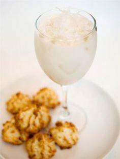 Coctel de coco. Coconut tequila cocktail