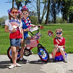 These cutie pies have got their stars & stripes on for the parade! media 4thofjuli, juli 4thpatriot, parti idea, stripe, 4thofjuli socialmedia