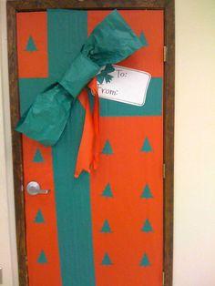 christma classroom, gift boxes, christma door, door idea, christmas door decorations, classroom door, winter bulletin boards, school doors, decorated doors