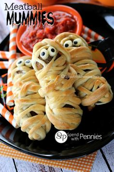 Deliciously adorable Meatball Mummies!  These are the cutest Halloween dinner!