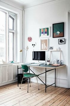 Simple work station with deep greens