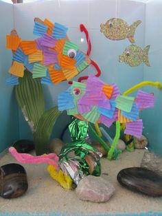 Make an underwater fish scene. Great for complimenting trips to aquarium/beach or after reading books about fish and the ocean