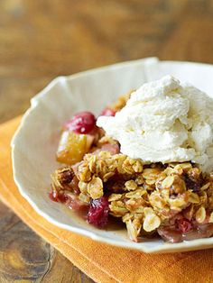 Cranberry-Apple Crisp #thanksgiving #holiday #desserts #cranberry #apple