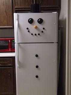Decorate your fridge like a snowman!