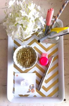 Gold paperclips!!! -- Cute organizer for the desk