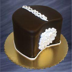 Groom's Hostess CupCake cake - Bing Images