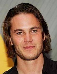 Love his long hair<3