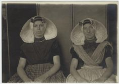 Dutch women immigrants, Ellis Island, New York.