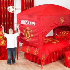 Manchester united on pinterest manchester united groom for Man u bedroom ideas