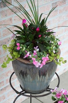 How to: Pretty Potted Porch Flowers