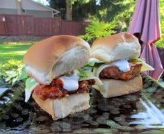 Juicy chicken breasts are lightly breaded with a cracker Parmesan crust and dressed with buffalo sauce and creamy Havarti. Creamed with a Gorgonzola aioli and sandwiched between a KING'S HAWAIIAN Sweet Roll, these sliders are a hit!