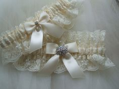 Wedding garter set Chantilly ivory with rhinestone jewel.