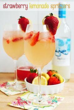 Strawberry Lemonade Spritzer. Sweet, tart, and fizzy! #cocktail #drink
