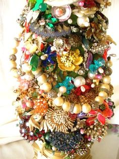 I have always wanted to make a jewelry Christmas tree.