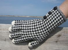 Hand knitted gloves of hounds tooth!