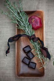 Edible table centerpiece: Pom and chocolate and herbs