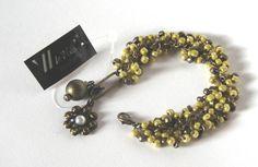 Conjunto de pulseira e brincos em níquel ouro velho com miçangas amarelas e ouro velho, fecho lagosta com pingentes.  Aceitamos encomendas. R$ 50,00