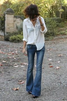 shirt and bellbottoms just add the pearls