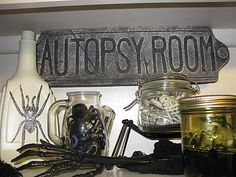 halloween idea, autopsi room, room sign, haunt halloween