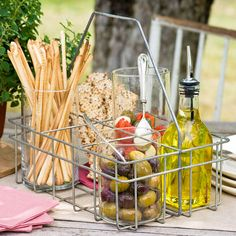 Entertaining Outdoors – Chic, on the Cheap! Plenty of ideas, just in time for the weekend!