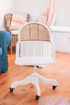 DIY-white-cane-chair