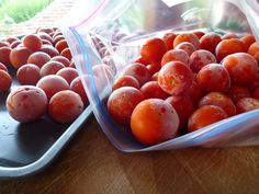 Preserving tomatoes by freezing