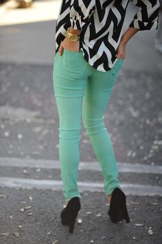 chevron patterns, green jeans, colored pants, mint green, color combos, outfit, black white, black heels, colored jeans